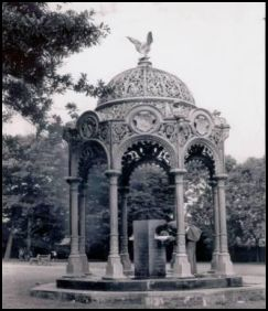 Elizabeth Farley Memorial Fountain Circa 1969 Dagger Lane Entrance. Source: Friends of Dartmouth Park
