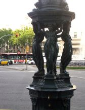 Barcelona Caratyds Gran Via, close to Paseo de Gracia. Source: Wikimedia, Creative Commons License