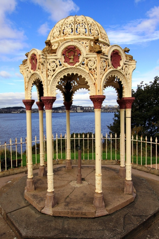 Newport-on-Tay Fountain Used with permission, Andy Hawkins. Source: Flickr