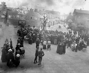 Sidney Fountain 1916, column has been shortened and clock erected. Source: Staffordshire Past Track Service