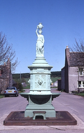 Tomintoul Fountain 1992. Creative Commons License, Ann Burgess. Source: Wikimedia