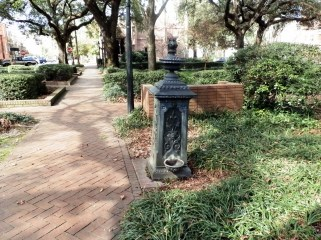 Source: http://enjoyingsavannahga.blogspot.ca/2012/02/troup-square.html