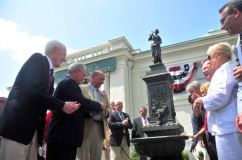 2011 unveiling. Source: http://www.newsday.com/long-island/li-life/babylon-s-new-replica-of-1897-fountain-1.2914213#2