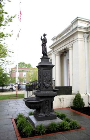 Source: http://www.newsday.com/long-island/li-life/babylon-s-new-replica-of-1897-fountain-1.2914213#2