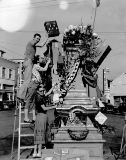 Circa post 1946, statue no longer exists. Source: Point Richmond History Association