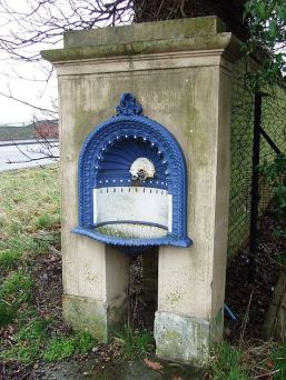 Creative Commons License, Keith Evans. Source: https://commons.wikimedia.org/wiki/File:Drinking_Fountain_-_geograph.org.uk_-_1724299.jpg