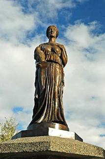 Creative Commons License, Gary Halvorson. Source: https://commons.wikimedia.org/wiki/File:La_Grande_Statue_(Union_County,_Oregon_scenic_images)_(uniDA0106a).jpg