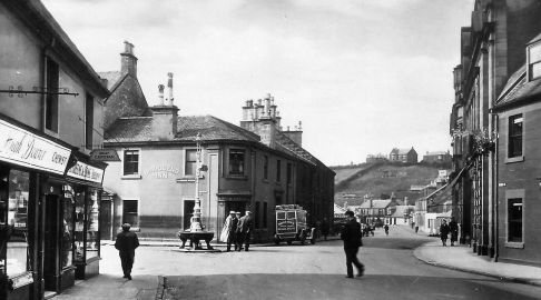 Source: http://tour-scotland-photographs.blogspot.ca/2014/12/old-photograph-newmilns-scotland.html
