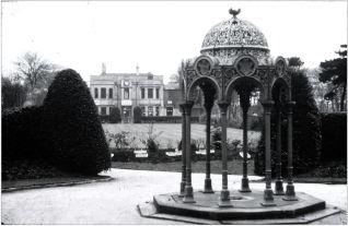 Circa 1967. The fountain is missing and the finial is damaged.