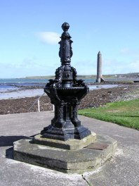 Creative Commons License, Kenneth Allen. Source: https://commons.wikimedia.org/wiki/Category:Chaine_Memorial#/media/File:Memorial_statue,_Larne_-_geograph.org.uk_-_149029.jpg