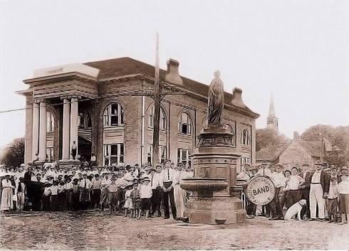 1913 dedication