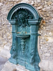 Source: http://ericbwongderivatives.blogspot.ca/2013/08/drinking-water-fountains-in-paris.html