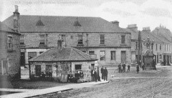 Photo from Old Cowdenbeath by Jim Hutcheson, published by Stenlake Publishing. Source: https://jeandavidisabellaandjohn.files.wordpress.com/2011/11/bruntons-hall-cowdenbeath.jpg