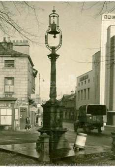 Year 1940. Queen's Square location. Source: http://lanternimages.lancashire.gov.uk/index.php?a=wordsearch&s=item&key=Wczo4OiJmb3VudGFpbiI7&pg=40